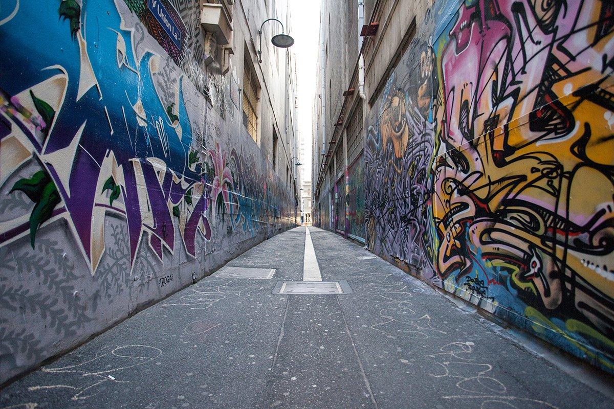 Graffiti in alleyway